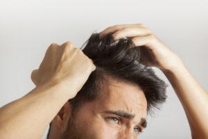O que é bom para a queda de cabelo?