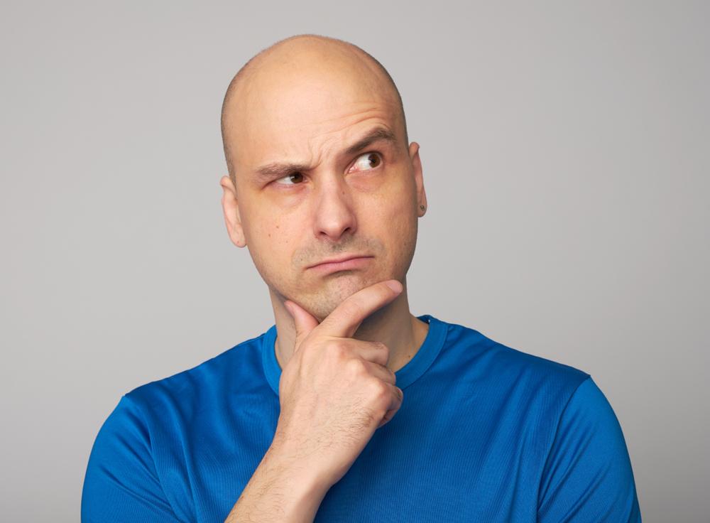 Queda de cabelo ou alopécia: qual é a diferença?